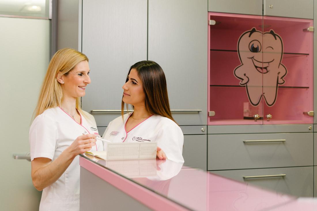 Praxis - Zahnarzt Nürnberg am Plärrer - Frau Grammatikopoulou - Empfang